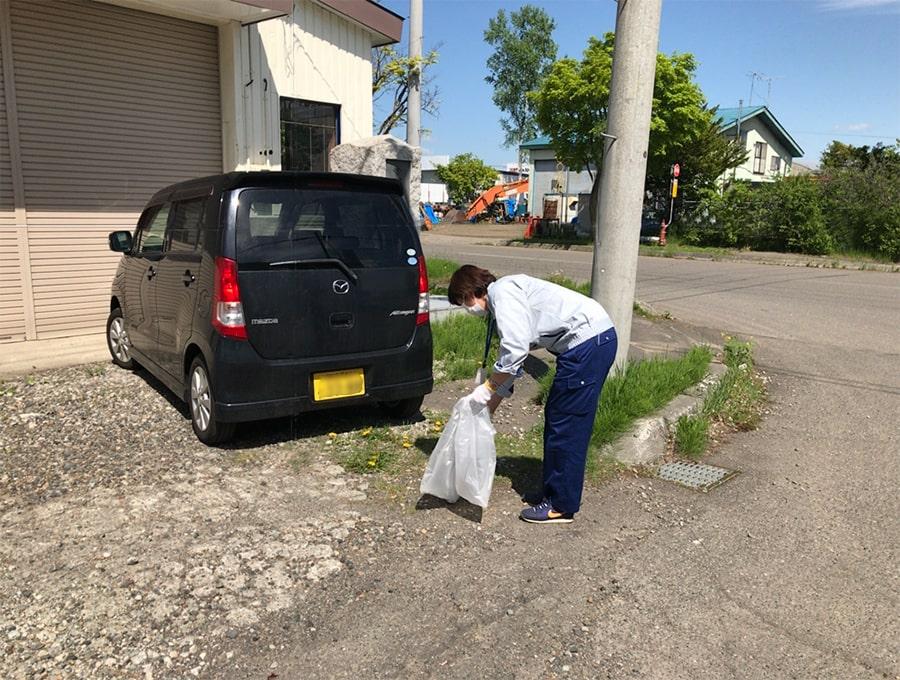 今年度初、第1回目の地域環境貢献活動(ゴミ拾い)